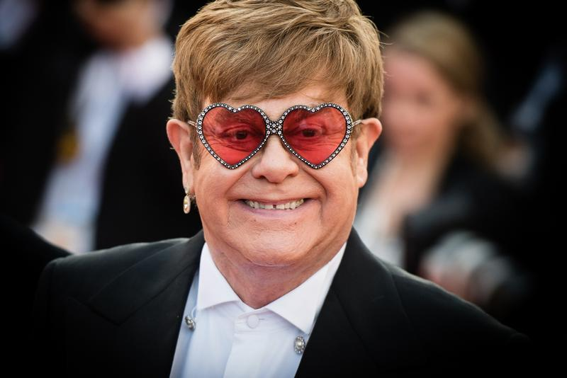 Ladies and gentlemen, Mister Elton John!